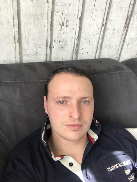 Julien delobelle 28 ans villeneuve d 39 ascq copains d 39 avant - Garage renault villeneuve d ascq ...