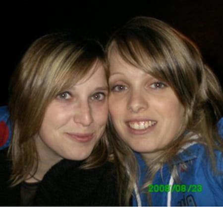 Julie guillemot 32 ans pont aven compiegne copains d for Salon 2000 compiegne