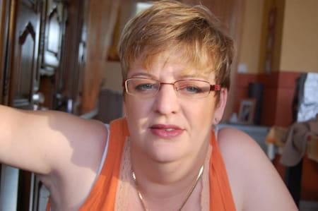 Katia brun 39 ans compiegne copains d 39 avant for Salon 2000 compiegne