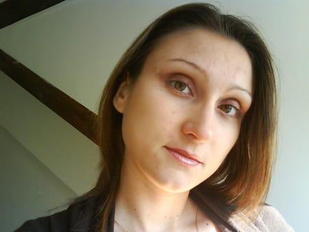 Stephanie floris 34 ans plaisir salon de provence for Stef salon de provence