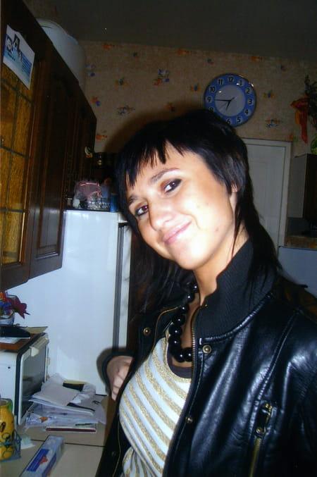 Amelie caron 33 ans soissons eppeville compiegne for Salon 2000 compiegne