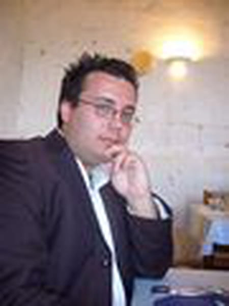Yannick varloud 35 ans saint pathus paris copains d for Porte yannick