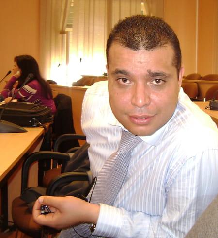 Adel bouregba 42 ans ain temouchent copains d 39 avant for Adel salon services