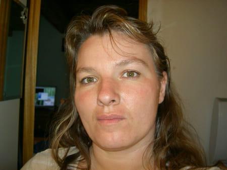 Christelle n grel 41 ans saze beaucaire copains d 39 avant for Piscine stuart mill
