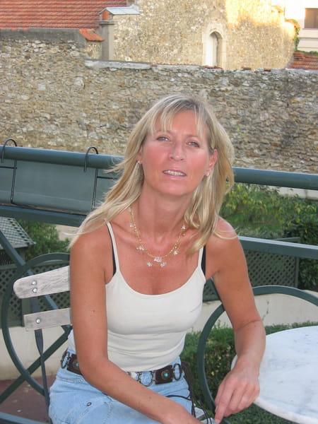 Véronique STRONKA, 53 ans (LE CHESNAY, FONTENAY SOUS BOIS  ~ Axa Fontenay Sous Bois