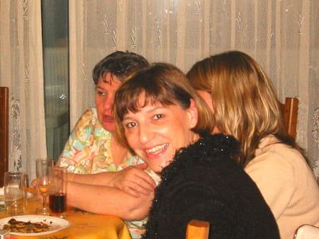 Yasmine vivier medjoub dekandelaer 57 ans cagnes sur for Salon yasmine argenteuil