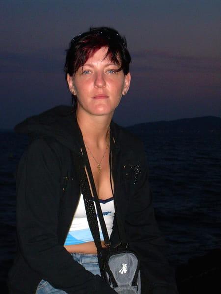 Marjorie fleury 35 ans vaureal copains d 39 avant - Prenom marjorie ...