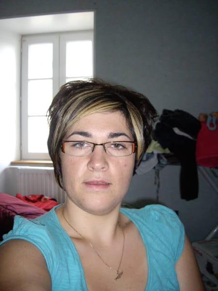 Elodie LESCOT 31 Ans (COUVAINS SAINT SAMSON DE BONFOSSE CERISY LA FORET) - Copains Du0026#39;avant