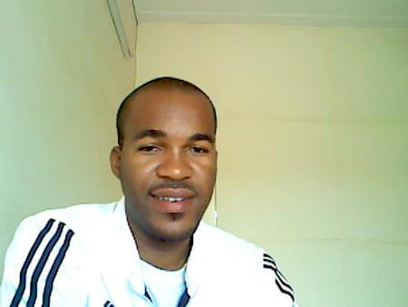 Rudy beranger ekomie angoue 34 ans ouagadougou - Beranger prenom ...