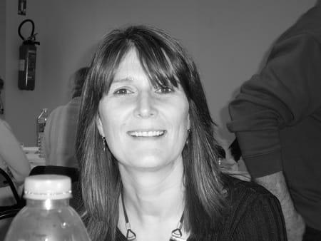 Marie pierre cabon le vezo 51 ans lannilis for Le salon lannilis