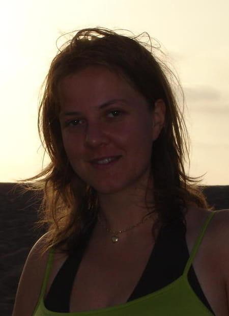 Stephanie aman 33 ans mazaugues fuveau copains d 39 avant - College jean bernard salon de provence ...