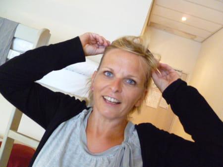 Marie claire boutroy dewam 49 ans salles barlin for Salon esthetique arras