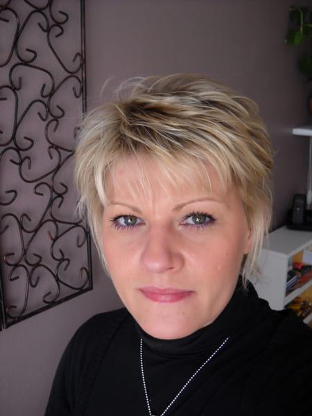 Leatitia allavoine molin 45 ans arras lille for Salon esthetique arras