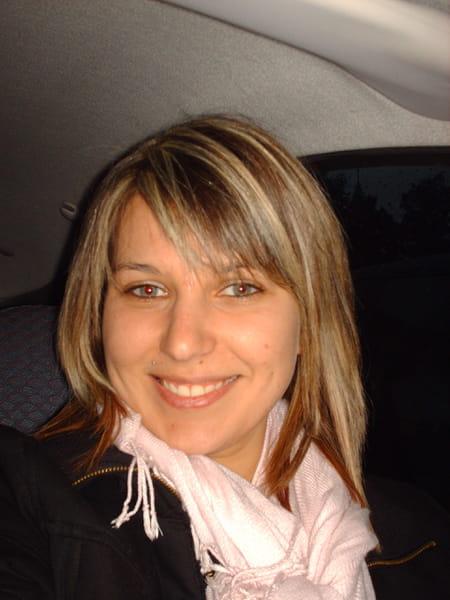 Kelly ibran 32 ans thourotte compiegne copains d 39 avant for Salon 2000 compiegne