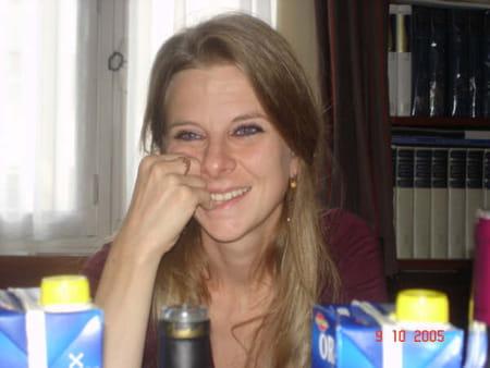Isabelle De  Vallier