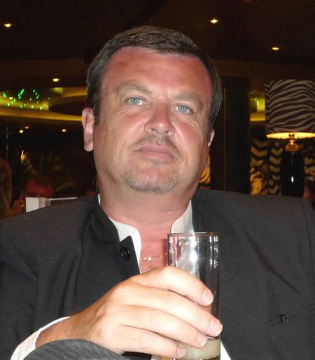 Gilles LEMONNIER, 55 ans (QUINCAMPOIX, BOIS GUILLAUME, NANCY) Copains d'avant # Super U Bois Guillaume