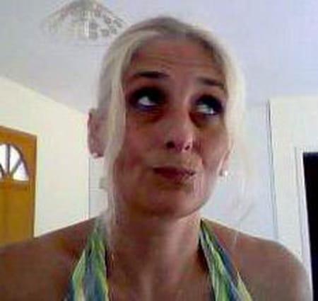 Delphine fourmaux 44 ans castillon la bataille sainte for Delphine bataille